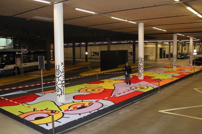 Peinture murale au sous-sol du centre d'achat Sihlcity à Zurich, mars 2013.